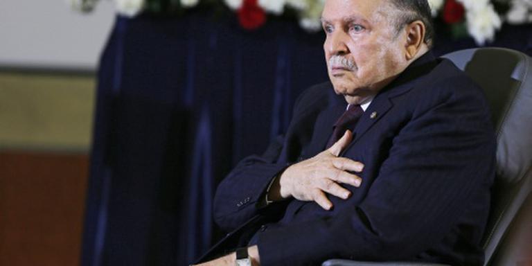 Bouteflika vertoont zich in het openbaar