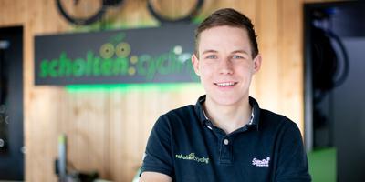Jeffrey Veltink (22) is vanaf 1 februari het nieuwe gezicht van Scholten Cycling in Dalen. Eigen foto