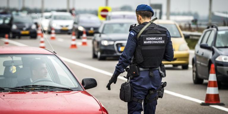 Militairen gaan helpen bij controles Schiphol