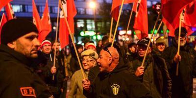 Honderden betogen in Chemnitz tegen Merkel