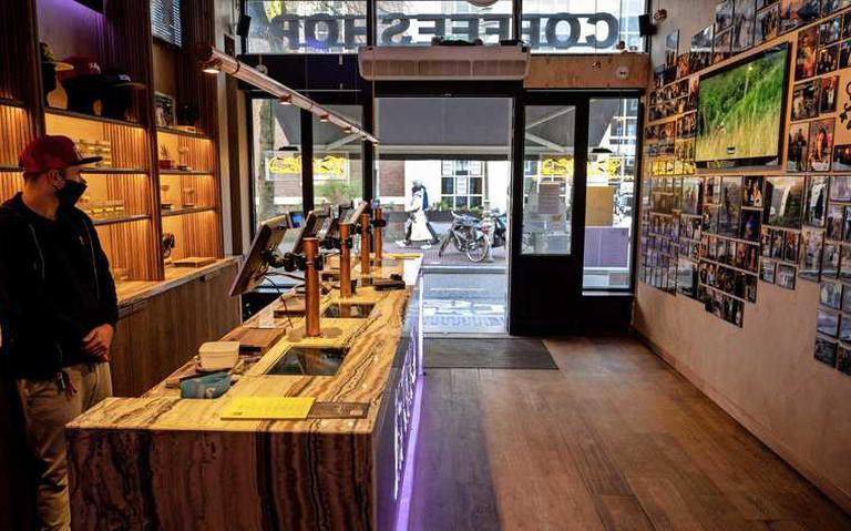 Coffeeshops zijn volgend jaar fors duurder uit bij ABN Amro. Tarief gaat tien keer over de kop