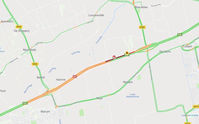 Ongeluk met drie vrachtautos op A7: file tussen Leek en Marum.
