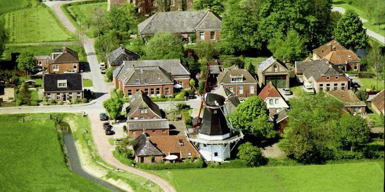 Grote schade Zeldenrust en molenaarswoning. Foto archief DvhN