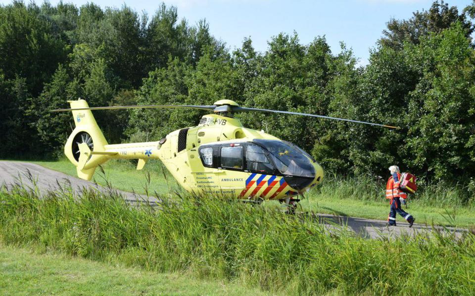 Fietser ernstig gewond bij botsing met andere fietser in Lauwersoog.