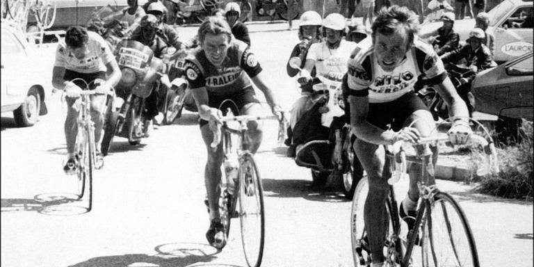 De ronde van Frankrijk in 1977, een moment tijdens de zevende etappe van Chamonix naar Alpe d'Huez: Joop Zoetemelk, gevolgd door Hennie Kuiper en Bernard Thevenet bij het bestijgen van een helling op weg naar de finish. Foto: ANP