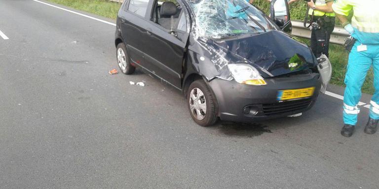 Auto belandt op verkeerde weghelft N7 na botsing.