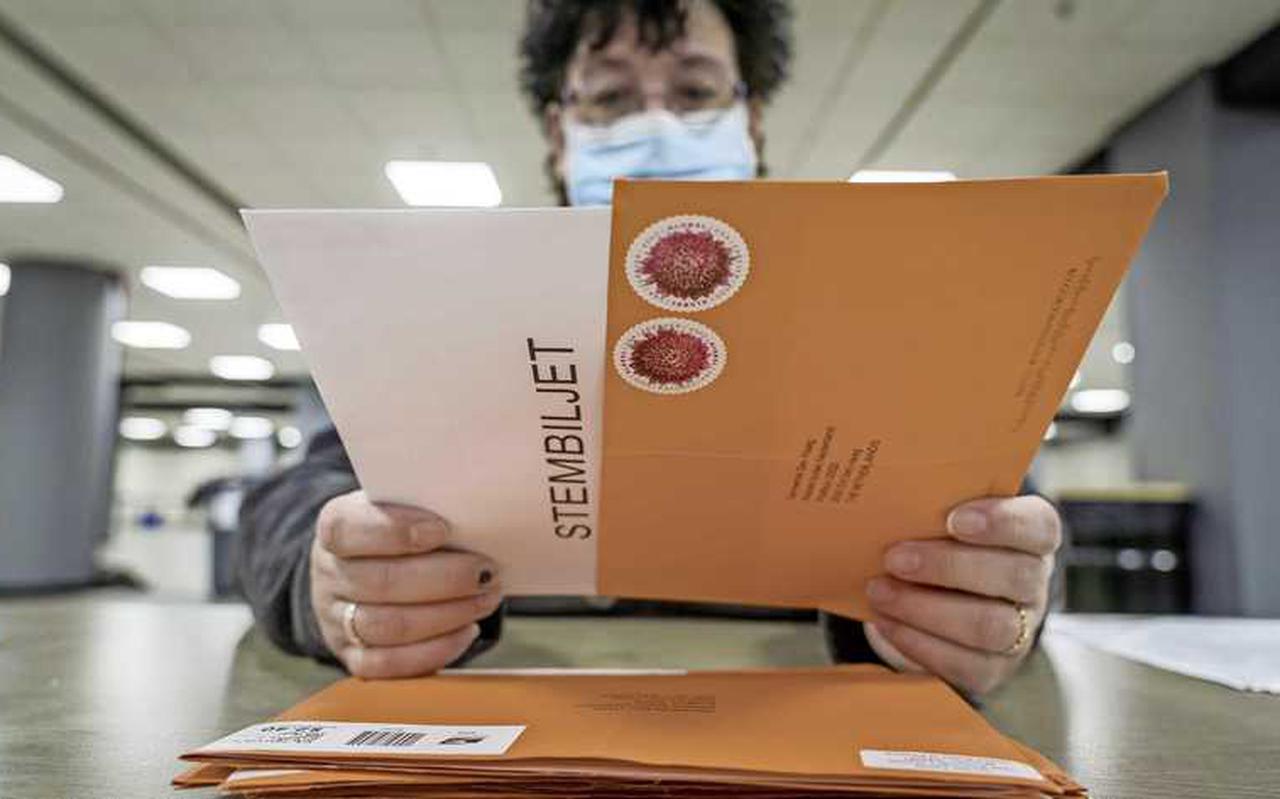 Het briefstemmen is bepaald niet zonder hindernissen verlopen. Zo'n 8,5 procent van de per post uitgebrachte stemmen is ongeldig.