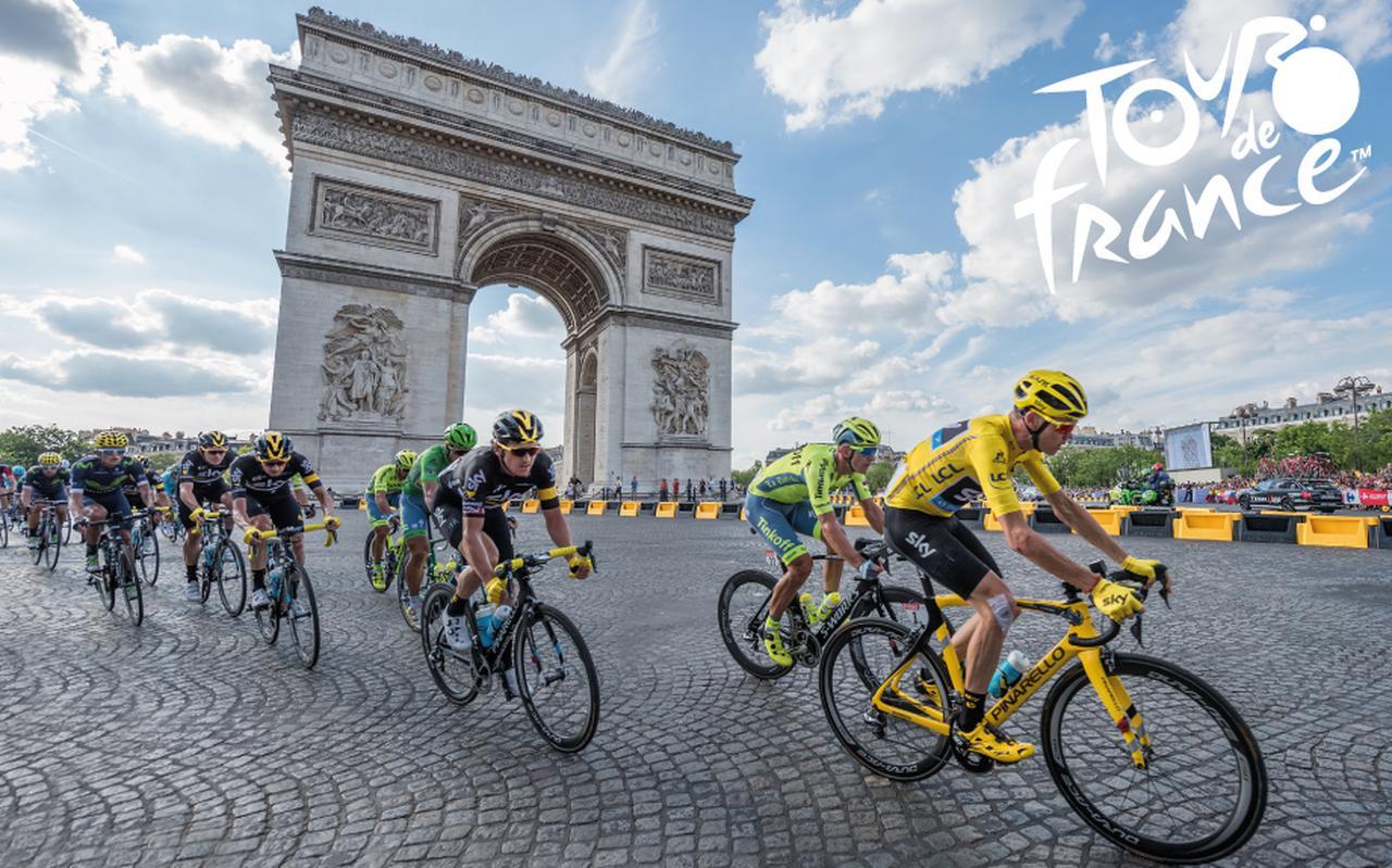 De Tour trekt door Parijs.