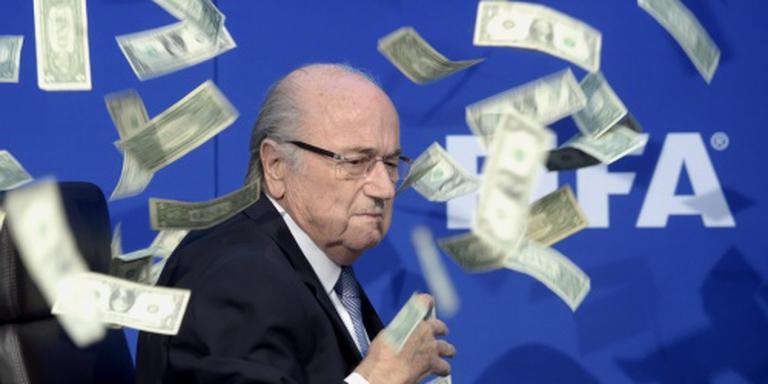 Blatter verdiende 3,3 miljoen bij FIFA in '15