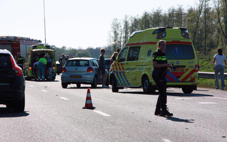 Ernstig ongeval op A28 tussen Hoogeveen en Meppel met meerdere gewonden.
