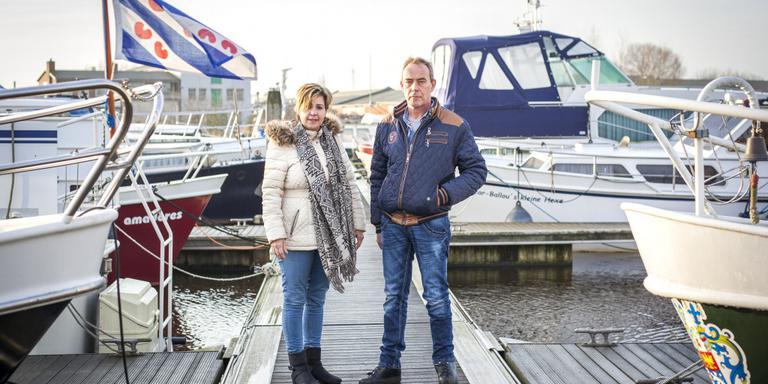 Ciska en Erwin Postema voelen zich ambassadeurs van Oldambt op het water. Foto Huisman Media