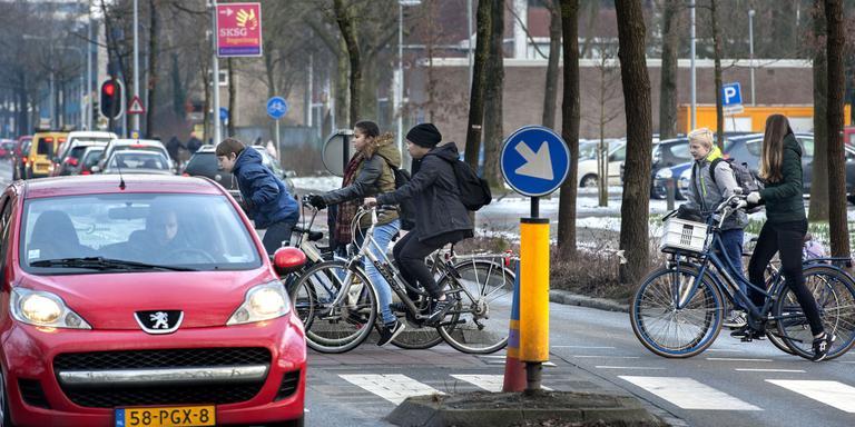 Het fietskruispunt aan de Eikenlaan. Foto: Peter Wassing