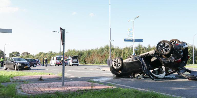 Ruzie in eindigt in ongeluk; auto op de kop in de sloot bij Laag Zuthem.