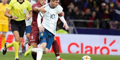 Rentree Messi helpt Argentinië nog niet