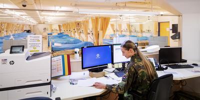 Defensie helpt in het UMC Utrecht, waar 19 extra ic-bedden zijn gerealiseerd.
