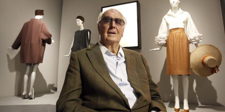 De Givenchy richt zelf expositie in