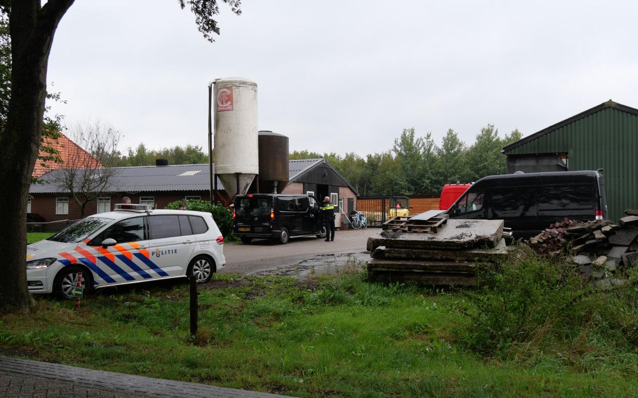 Een foto van de inval die de politie deed in Hollandscheveld, afgelopen donderdag. Foto: Persbureau Meter.