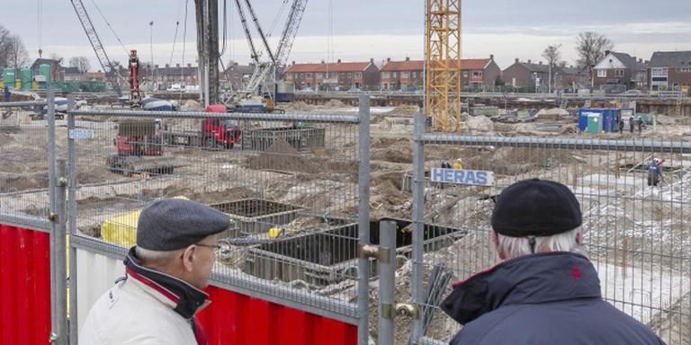 'Spotters' blikken in bouwput De Kaap. Foto Gerrit Boer