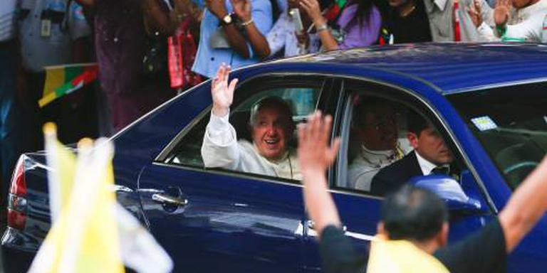 Paus praat met legerleider Myanmar
