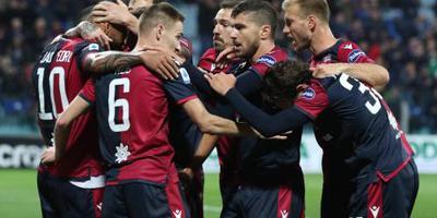Voetballers Cagliari zien af van maandsalaris