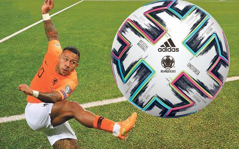 Dit is de kleurrijke bal waar de spelers op het EK voetbal tegen aan schoppen, de Unifiora   in beeld