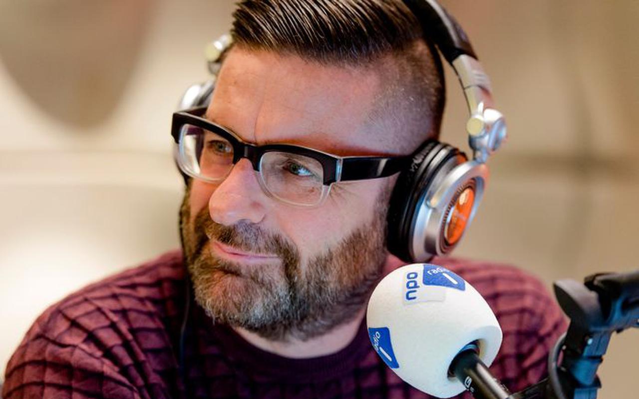 Jurgen van den Berg presenteert het NOS Radio 1 Journaal.