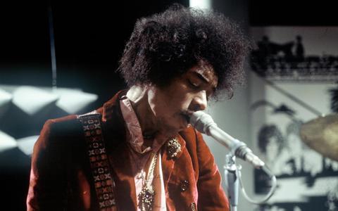 De biografie van Philip Norman over gitarist Jimi Hendrix lees je met een mengeling van ergernis en fascinatie