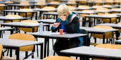 Onderwijsraad: toetsen en examens voldoen niet