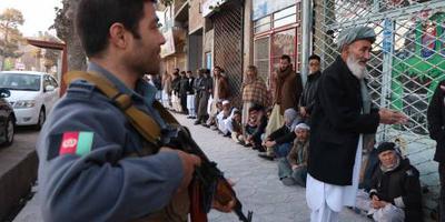 Stembureaus Afghanistan langer open om chaos