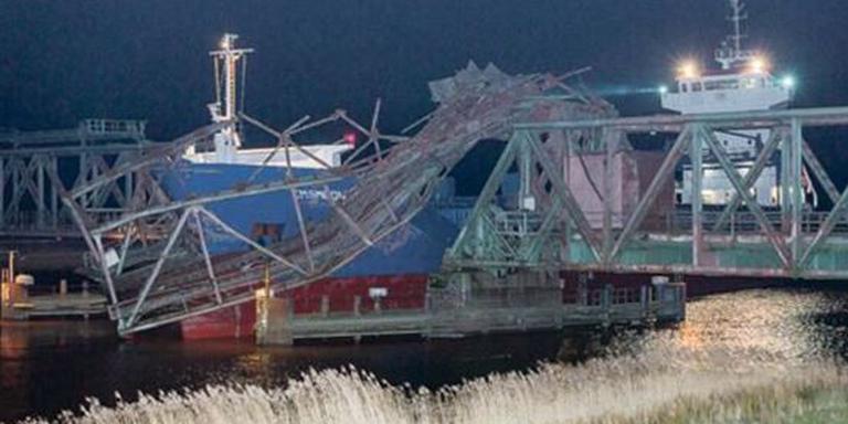 De geramde spoorbrug over de Eems. Foto: Archief DvhN