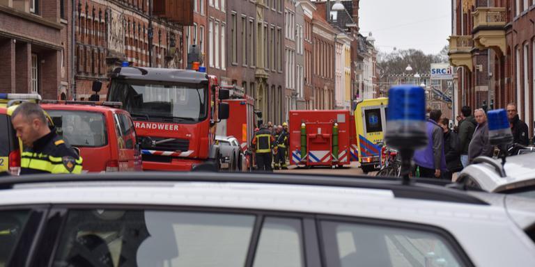 Veel hulpdiensten bij het verdachte pakketje in de Oude Boteringestraat. Foto: De Vries Media