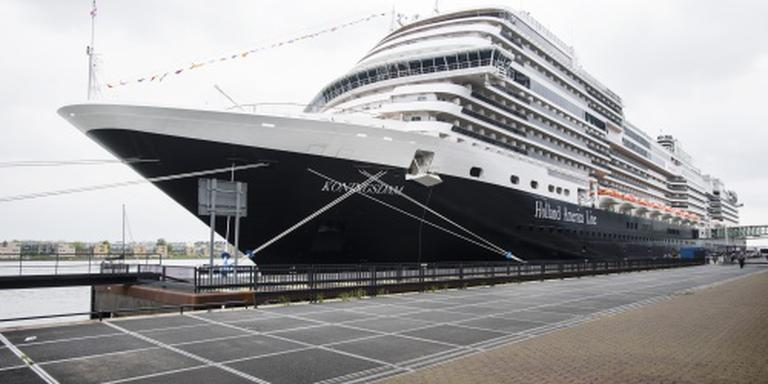 Koningsdam wijkt uit naar Rotterdam