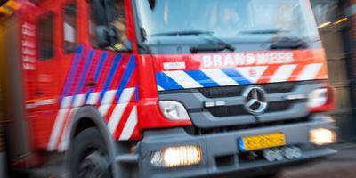 Bedrijven Aalten dicht om grote brand op industrieterrein