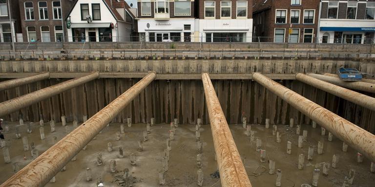De jarenlange bouw van de parkeergarage Damsterdiep heeft tot veel omzetverlies in de omgeving geleid. FOTO ARCHIEF JAN ZEEMAN