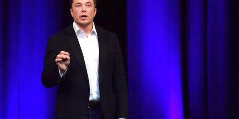 Elon Musk schiet voetballertjes te hulp