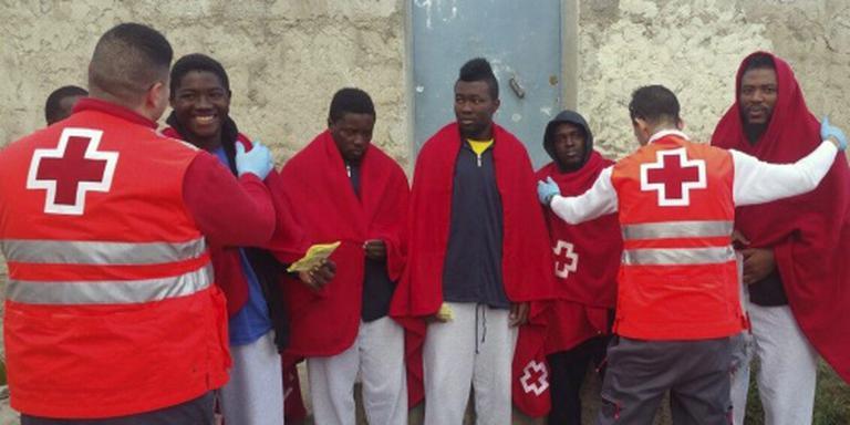 Afrikaanse migranten bestormen Ceuta