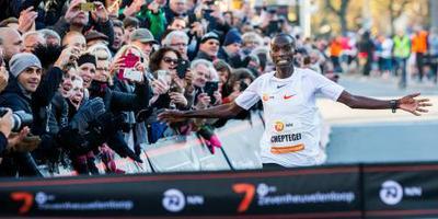 Cheptegei scherpt wereldrecord 15 km aan