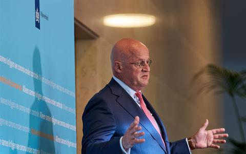 Minister Grapperhaus: geen verplichte mondkapjes, wel onderzoek naar nut in strijd tegen corona