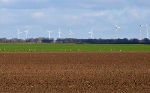 Bedreigingen of niet: Deze zomer draait de eerste windmolen