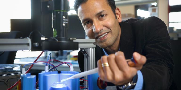 UMCG krijgt 7 ton voor robotchirurgie hersenen