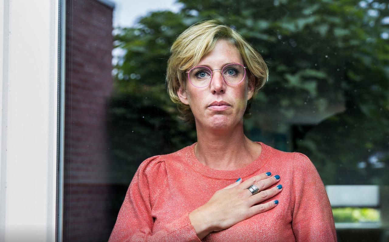 Annebé(39) is hartpatiënt nadat ze het coronavirus opliep en moet nu elke dag medicijnen slikken.