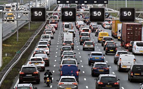 Vakantiegangers moeten geduld hebben: Europese wegen muurvast op zwarte zaterdag