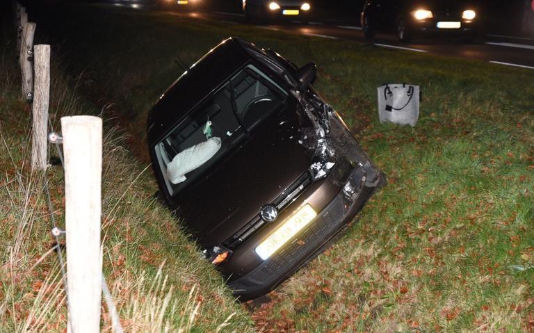 Twee autos in botsing op N862 bij Emmen; een persoon gewond.