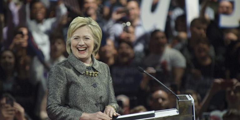 Trump: Clinton wint doordat ze vrouw is