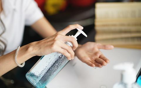Last van droge huid door al dat handen wassen? Met deze tips van dermatoloog Annemieke Fongers kun je dat voorkomen