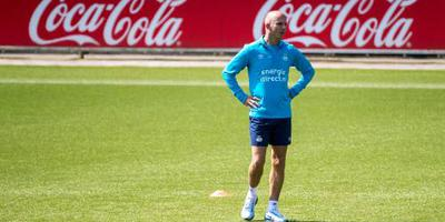 Assistent-coach Robbemond langer bij PSV