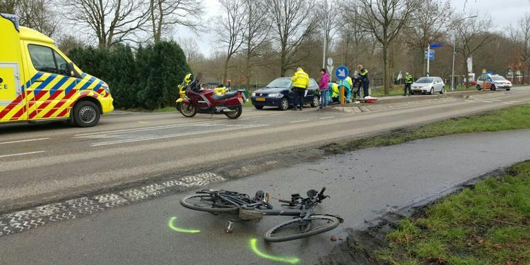 Fietser aangereden in Harkstede. Foto 112 Groningen/Patrick Wind