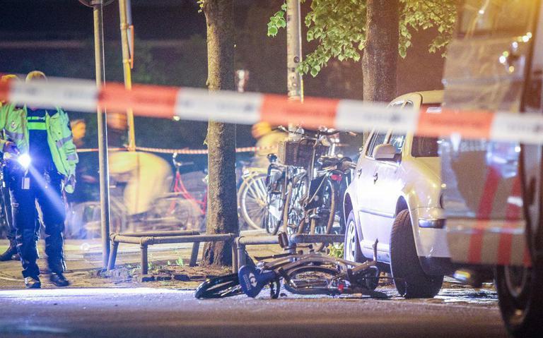 Fietser gewond na aanrijding auto tijdens koningsnacht Groningen.