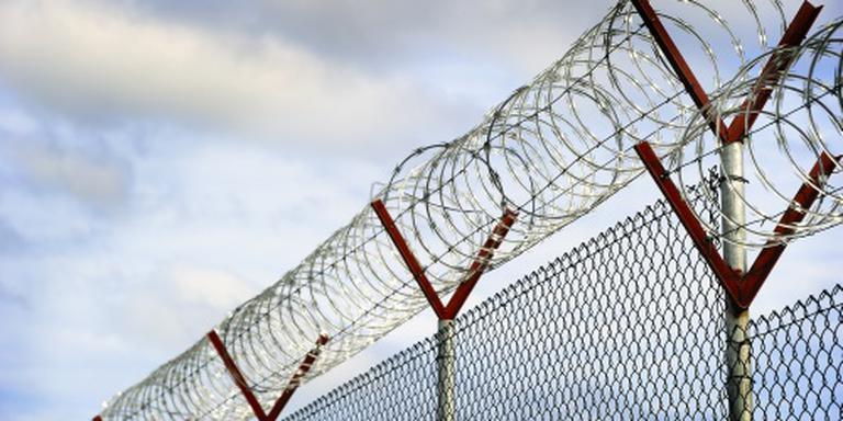 IS'er kerft leuze in voorhoofd celgenoot