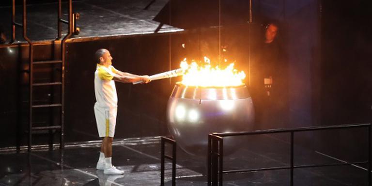 Vanderlei de Lima ontsteekt olympische vlam